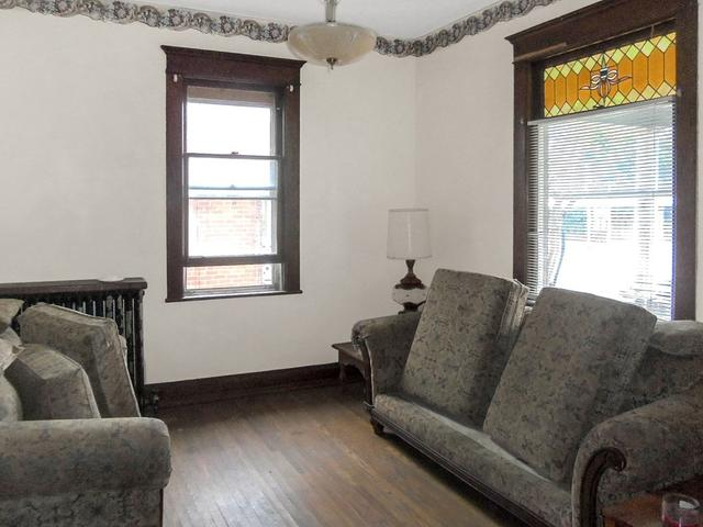 Living room featured at 713 Virginia Ave, Bluefield, VA 24605