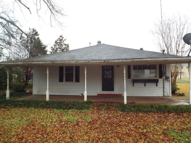 Porch featured at 719 College St, Tylertown, MS 39667