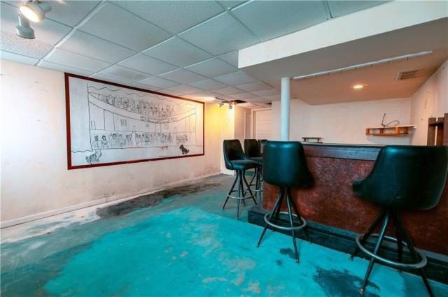Pool featured at 725 2nd St, Monessen, PA 15062