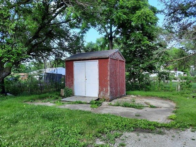 Yard featured at 1311 Polk St, Danville, IL 61832