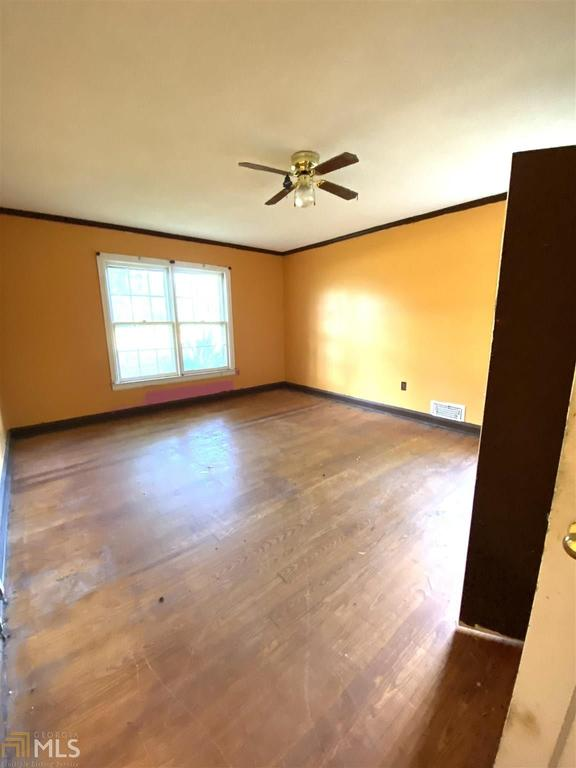 Living room featured at 4762 US Highway 319, Bartow, GA 30413