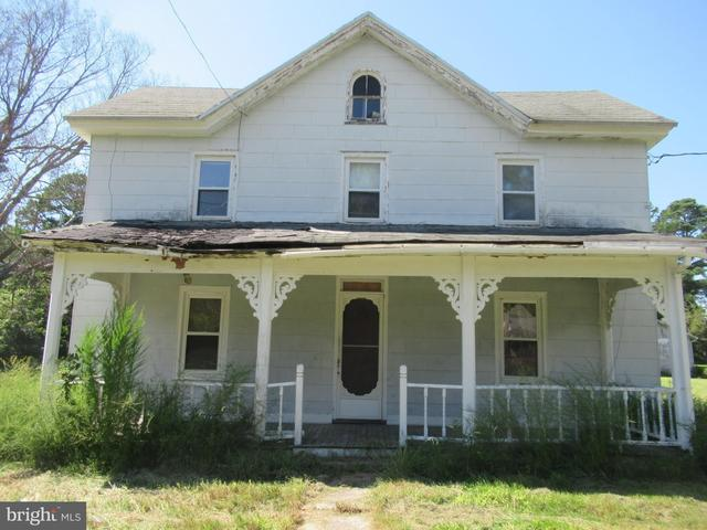 Porch featured at 26692 Old State Rd, Crisfield, MD 21817