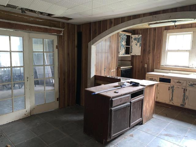 Kitchen featured at 507 W Main St, Rutherford, TN 38369