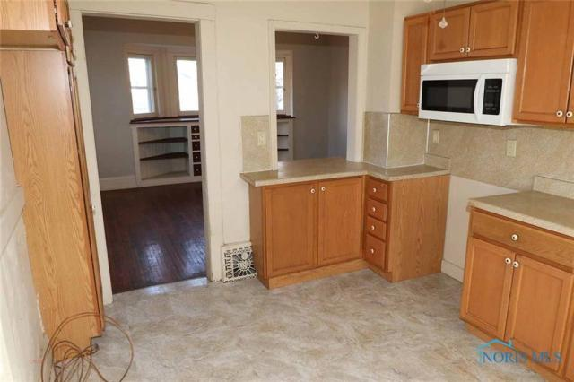 Kitchen featured at 530 W Delaware Ave, Toledo, OH 43610