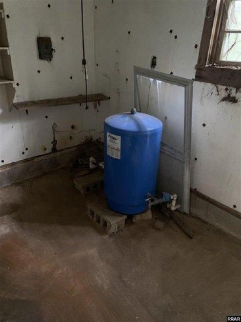 Bathroom featured at 8284 Highway 89, Palmersville, TN 38241