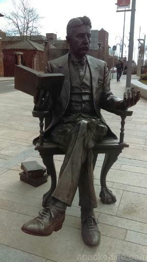 15 Things To Do In A Day In The Staffordshire Potteries - Arnold Bennett settles in for a good read
