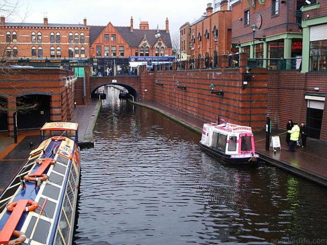 Holiday Afloat In A Narrowboat - 7 Beautiful Reasons To Go Boating
