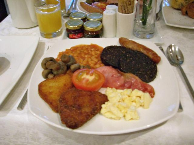 13 Ways To Eat Well For Less Traveling In The UK - Full English Breakfast