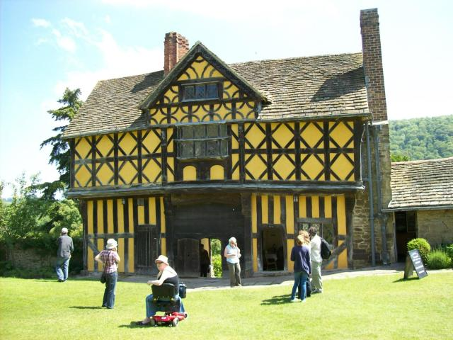 11 Stunning Sights To See In Shropshire, England - Stokesay Castle
