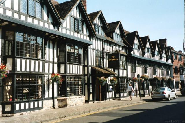 21 Fascinating Things To Do In Warwickshire - Half timbered cottages in Stratford-upon-Avon