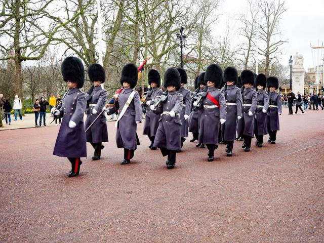 Cool and Unusual Things To Do In England: Changing of the Guard