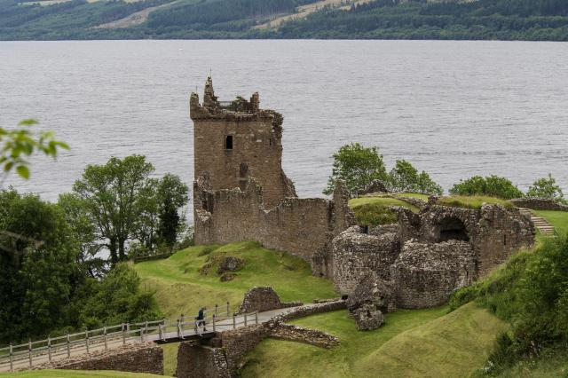10 Day UK Trip Itinerary - 5 Beautiful Itineraries For Your Visit - Urqhart Castle, Loch Ness