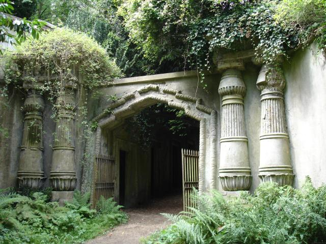 Britain's Most Scary Haunted And Haunting Places - Highgate Cemetery