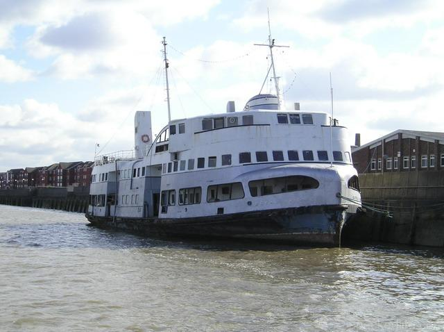 15 Fabulous Things To Do In Liverpool - Mersey Ferry - Royal Iris