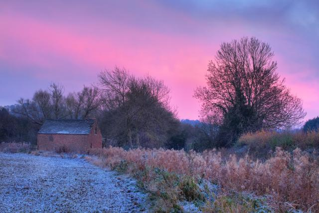 Visiting The 21 Prettiest Towns And Villages In The Cotswolds - Sunset over the barn at Mickleton