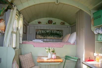 Wriggly Tin Shepherds Huts - Butser - Glamping in Hampshire