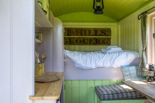 Wriggly Tin Shepherds Huts - Walton - Glamping in Hampshire