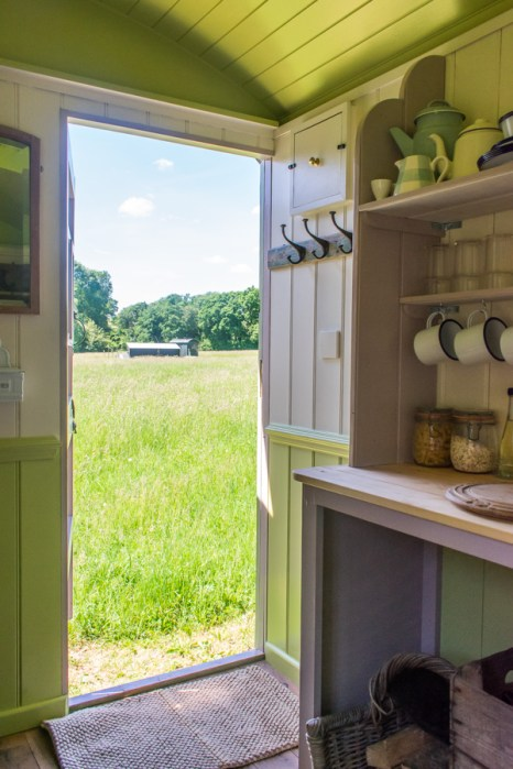 Wriggly Tin Shepherds Huts - Walton - Glamping in Hampshire