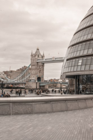 London Bridge Riverside Walk: Tower Bridge & City Hall