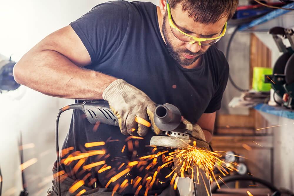 Esmerilhadeira para o processo de soldagem utilizado discos abrasivos.