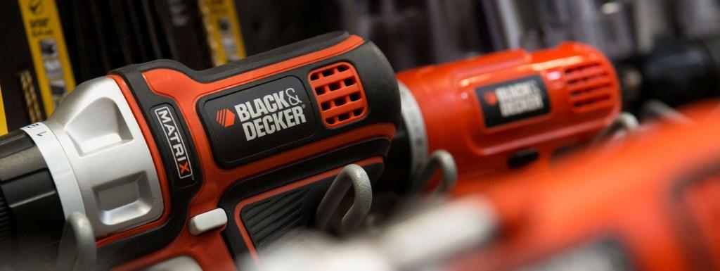 Linha de ferramentas desenvolvidas pela Black+Decker na cor laranja.