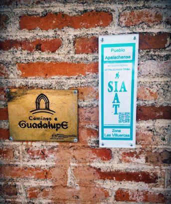 Placa del SIA en la entrada al Centro de Recepción