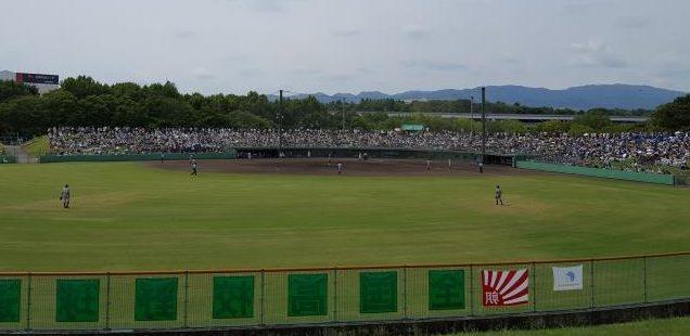 高校野球の試合情景