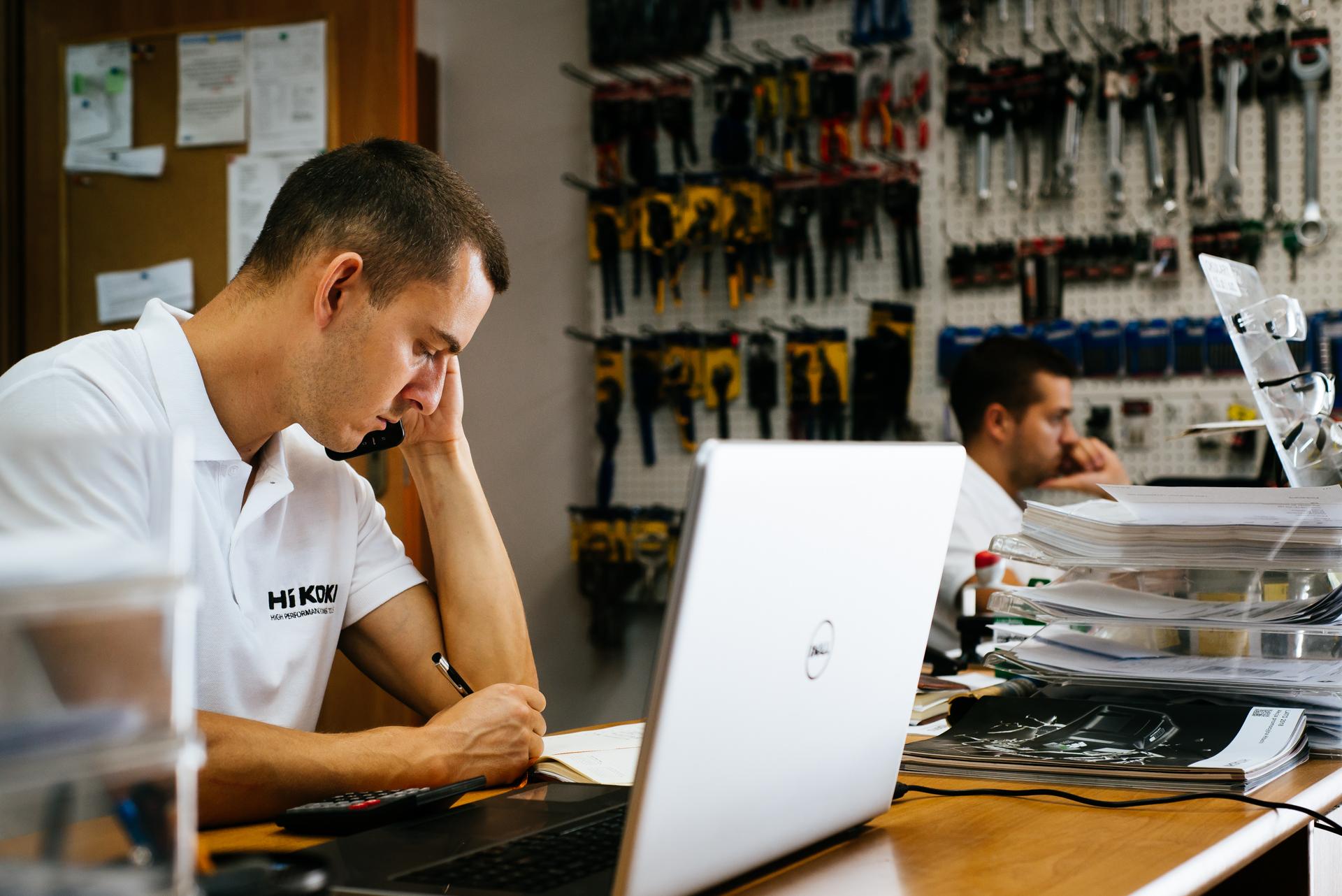 Biznesowa sesja zdjęciowa dla firmy OKRUCH narzędzia, zrealizowana w całości w Bordnicy, w województwie kujawsko-pomorskim