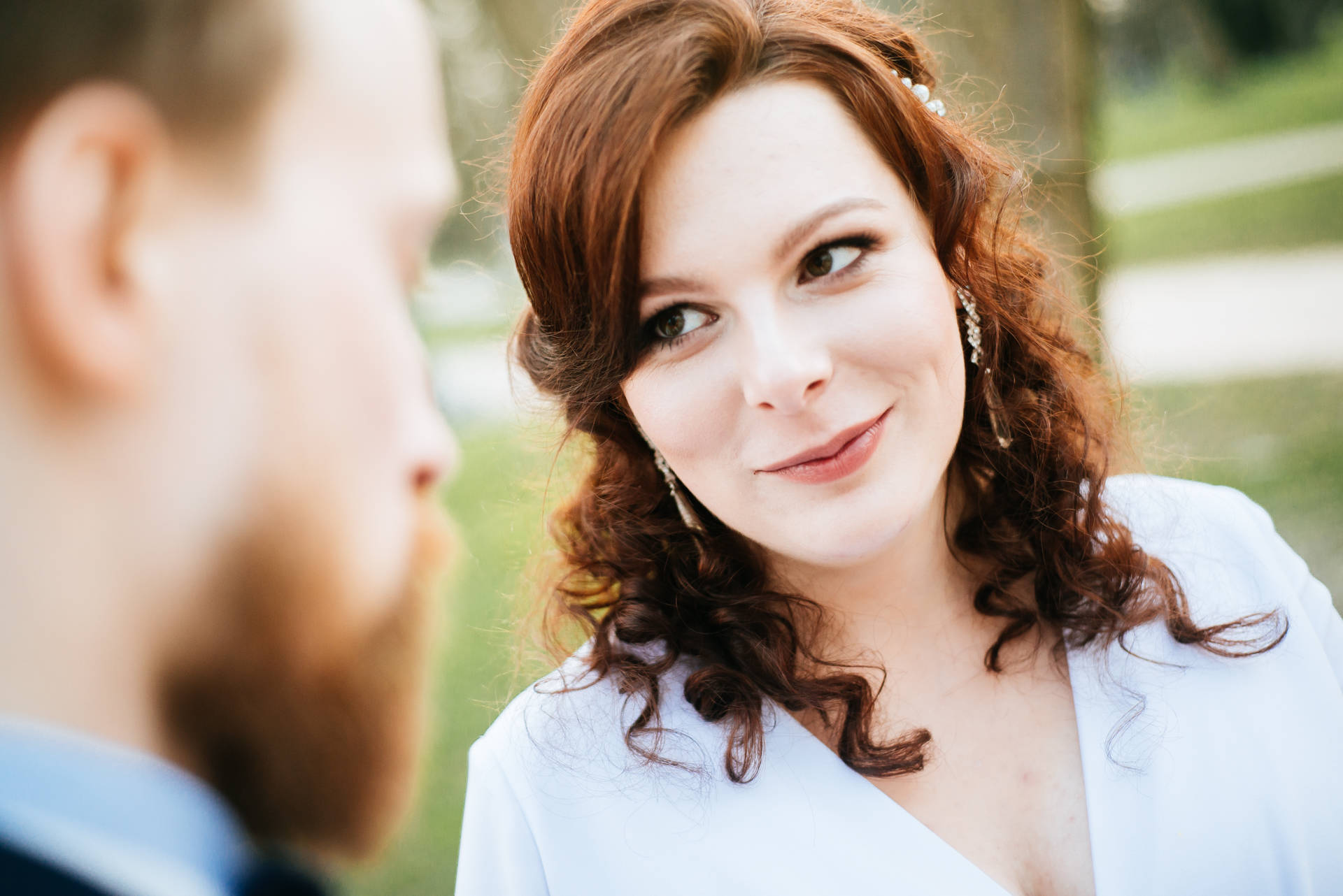 Kameralny ślub w Sopocie, na styku kurortu z samym Gdańskiem, kilkadziesiąt metrów od plaży w Gdańsku Brzeźnie