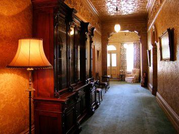 800px-Rippon_Lea_hallway