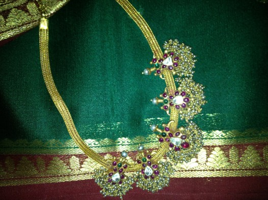 antique-gold-with-rubies-and-pearls-craftsbazaar-made-8