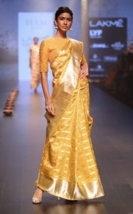 model-walks-for-santosh-parekh-presented-by-tulsi-silks-at-lfw-wf-2016-10