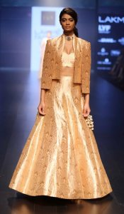 model-walks-for-sonam-and-paras-modi-at-lfw-wf-2016