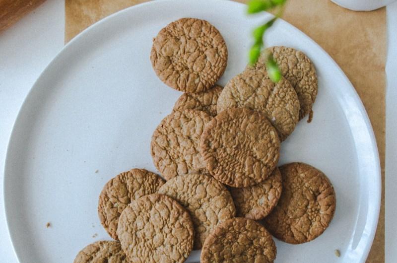 Канелени бисквити с ръж и дантела
