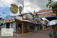 Paseo de Los Surfistas, ofrece souvenirs, artesanias, tiendas.