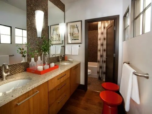 orange and brown bathroom2