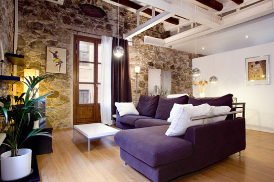 Love This Loft Style Apartment In Barcelona With Rustic Stone Walls And  Hard Wood Floors. A Cool Loft Space.