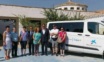 Fundación Cajasol y La Caixa donan un vehículo adaptado a APASCIDE