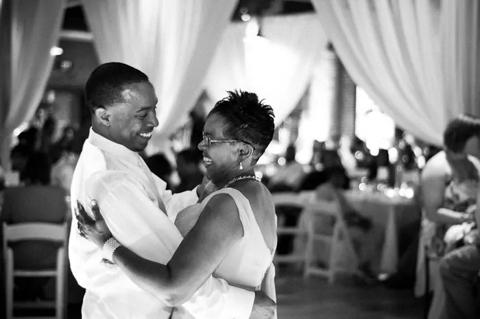 son and mother dance at wedding | Invitationjpg.com