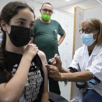 Revisan en EU problemas cardiacos entre adolescentes tras vacuna covid