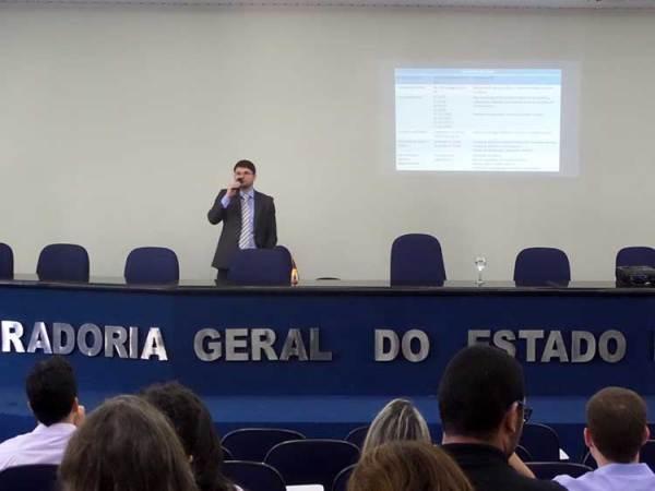Procurador Eduardo Castro palestra na PGE