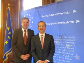 Herbert Dorfmann, President of the APE, and Anthony Gardner, Ambassador of the United States to the EU