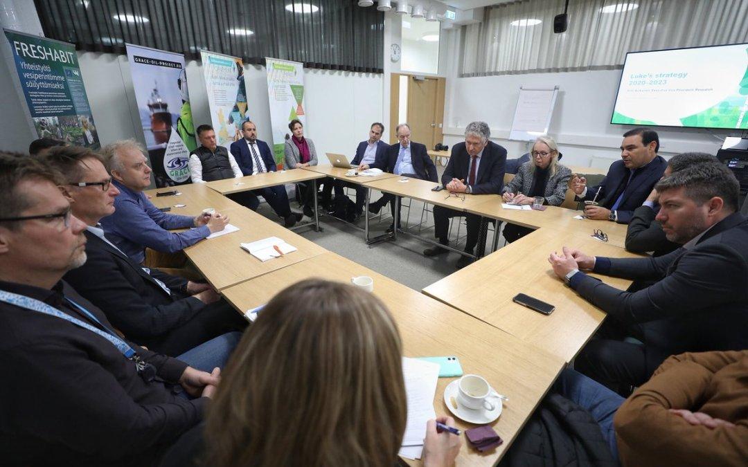 La APEFIC apoya la misión que lleva adelante el gobernador Valdés en Letonia y Finlandia