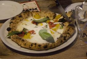 Malafemmena-Pizza mit Pomodoro del Piennolo - Copia