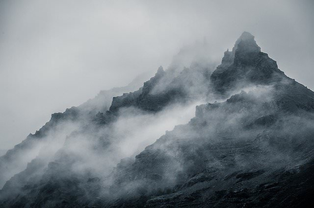 overlap perspective example with mountain and fog