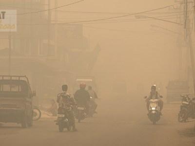 toxic fire haze Kalimantan, Borneo, Indonesia