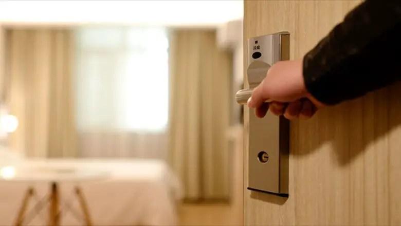 https://i0.wp.com/apetitoenlinea.com/wp-content/uploads/2020/04/8-hotel-door.jpg?resize=780%2C440&ssl=1