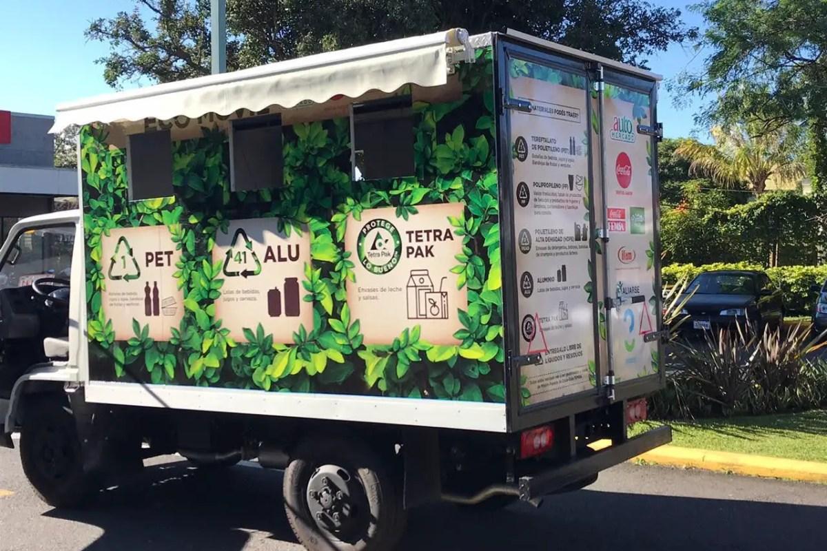 Automercado recibe reciclaje
