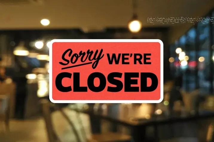California cierra restaurantes debido a aumentos de covid