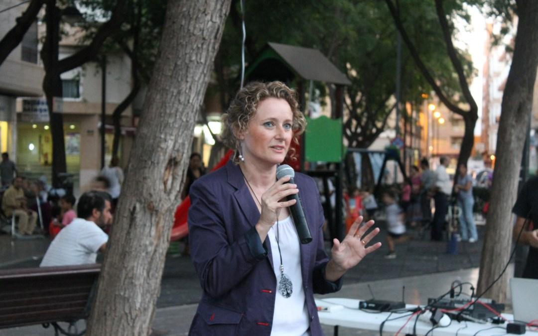 """Amparo Folgado y su equipo de voluntarios presentan la campaña """"A peu de carrer"""""""